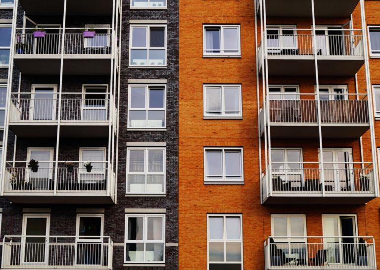 Bor du i lejlighed i København, men drømmer om et hus med have?