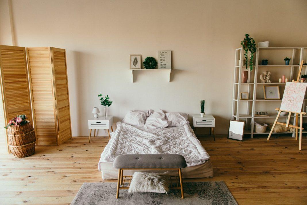 Trægulv i soveværelse
